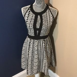 Dresses & Skirts - Keyhole dress